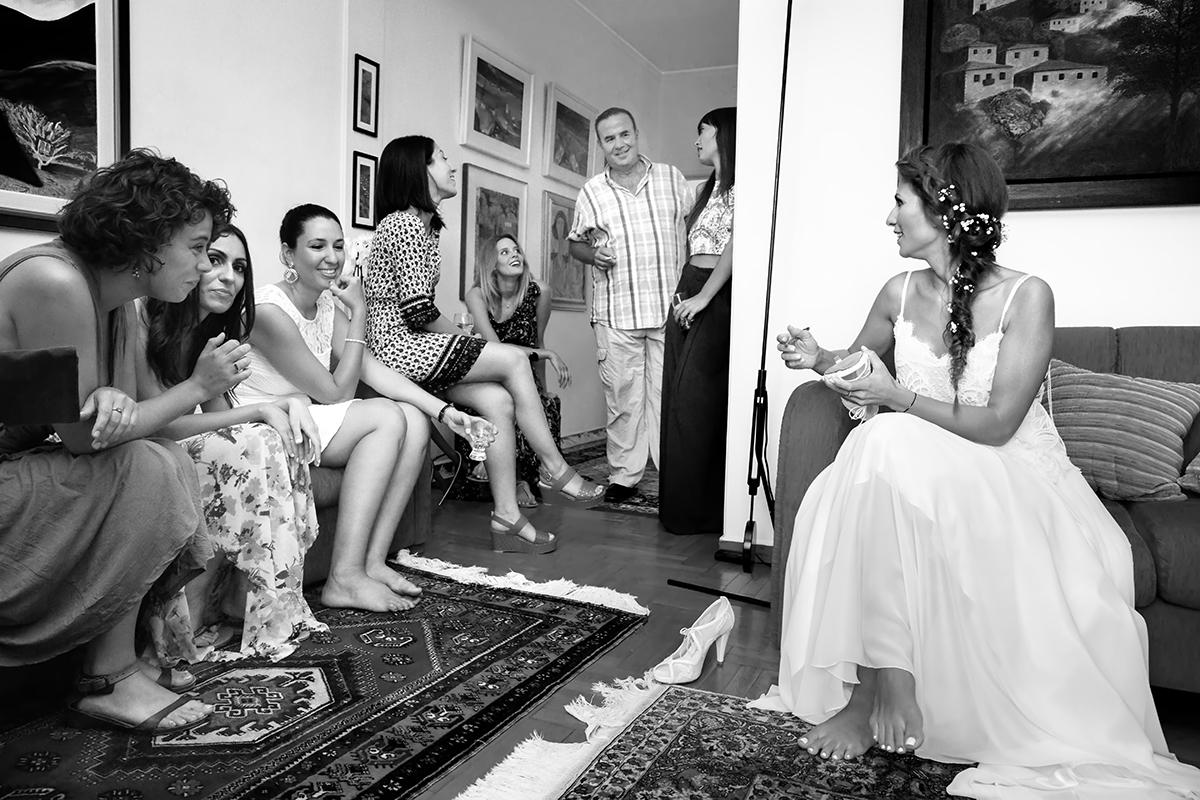 η φωτογράφιση γάμου της Δέσποινας και του Νίκου ,η νύφη γράφει το παπούτσι ,φωτογραφία γάμου στη θεσσαλονίκη