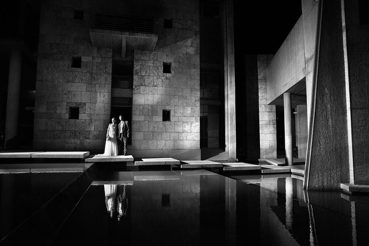 η φωτογράφιση γάμου της Δέσποινας και του Νίκου,φωτογράφιση γάμου στο δημαρχείο Θεσσαλονίκης,το ζευγάρι αντανακλάται στα νερά