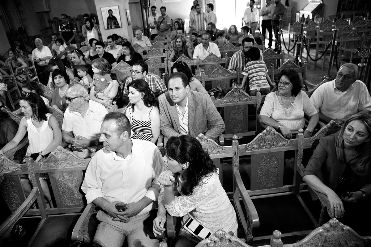 φωτογράφηση βάπτισης στο Πανόραμα της Θεσσαλονίκης .ασπρόμαυρη φωτογραφία βάπτισης