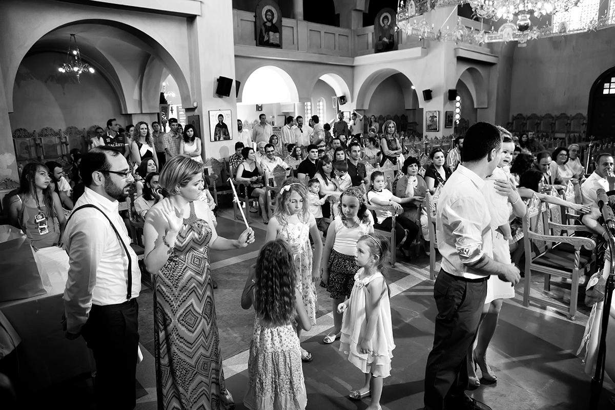 φωτογραφία βάπτισης.ασπρόμαυρη φωτογραφία ,γενική, φωτογράφος γάμου από Θεσσαλονίκη.