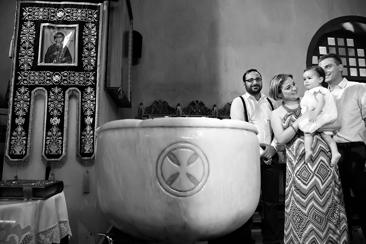 φωτογραφία βάπτισης.ασπρόμαυρη φωτογραφία των παιδιών της βάπτισης