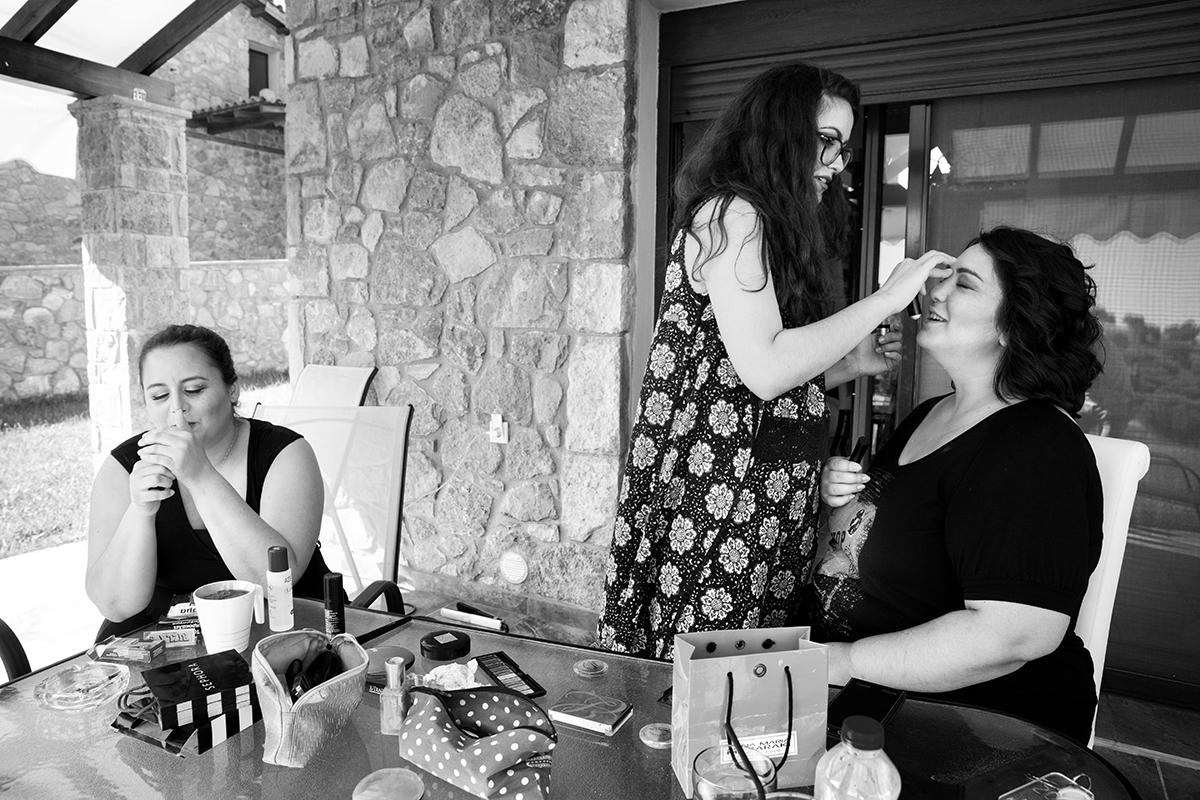 Ο γάμος της Ναυσικάς και του Σάββα. Φωτογράφιση γάμου.η κουμπάρα βάφεται