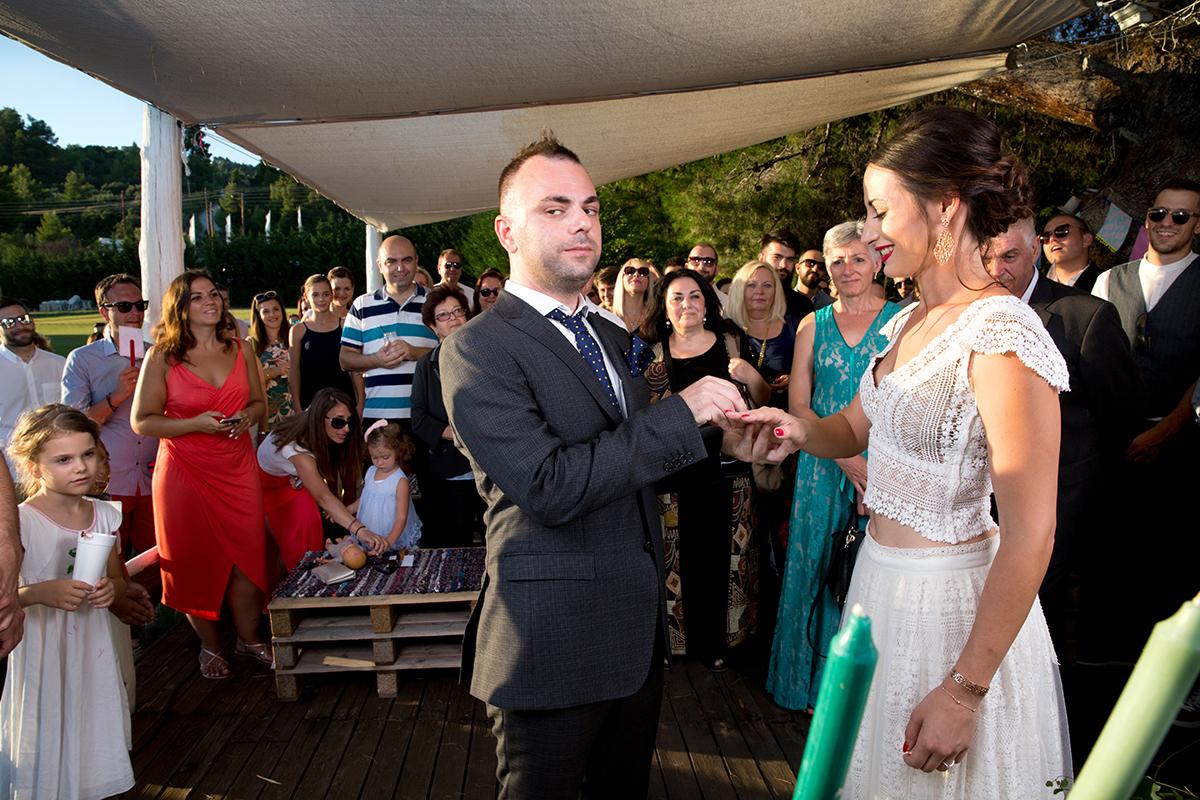 Ο γάμος της Ναυσικάς και του Σάββα. Φωτογράφιση γάμου.πολιτικός γάμος.μπαίνουν οι βέρες