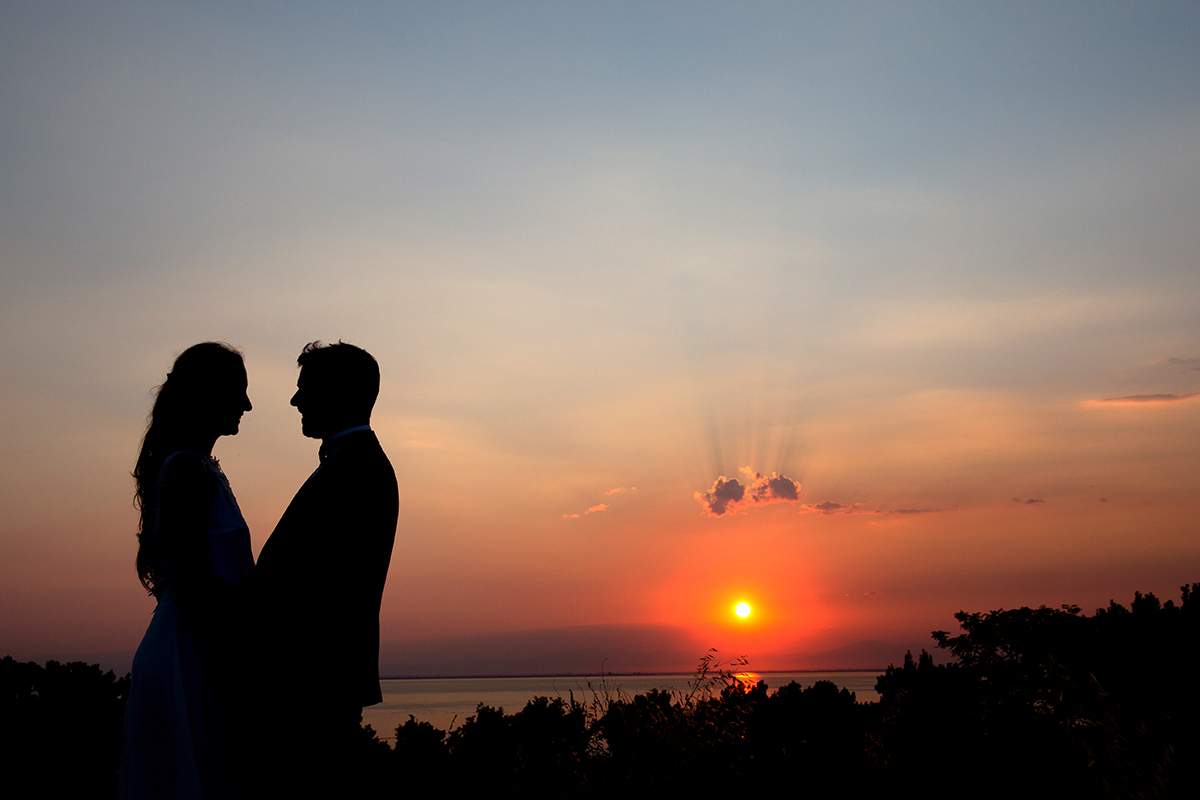 η ξεχωριστή φωτογράφηση γάμου της Ροζμαρί και του Μάκη.φωτογραφία γάμου στο ηλιοβασίλεμα