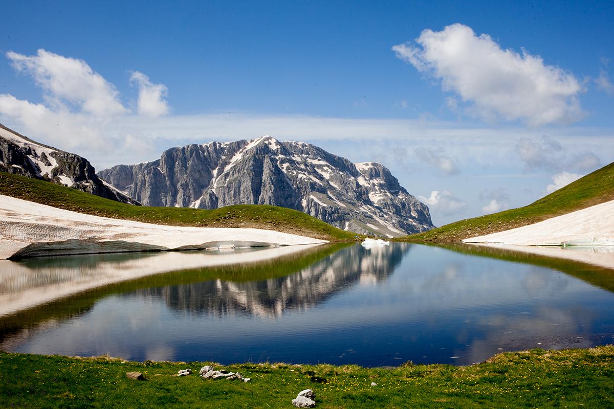 αντανάκλαση της κορυφής στη λίμνη